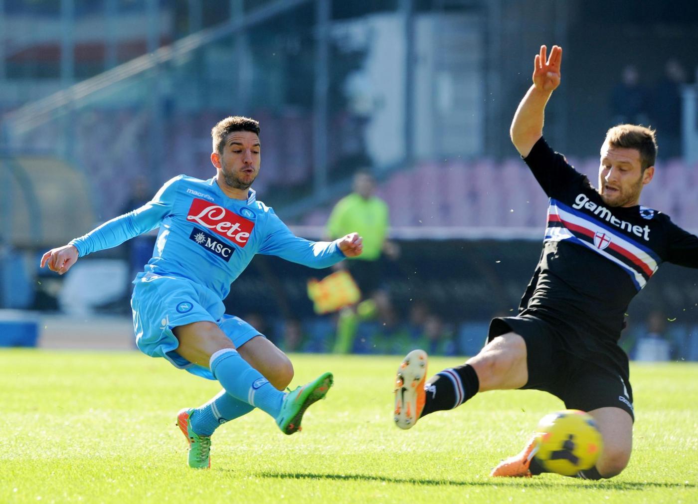 Il Napoli mette la freccia e stende 2-0 la Samp