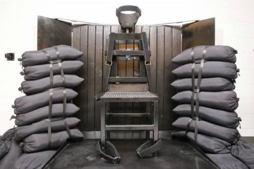 Plotoni d'esecuzione, camere a gas e sedie elettriche…