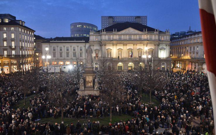 Il cuore di Milano intorno alla Scala si è fermato per Abbado