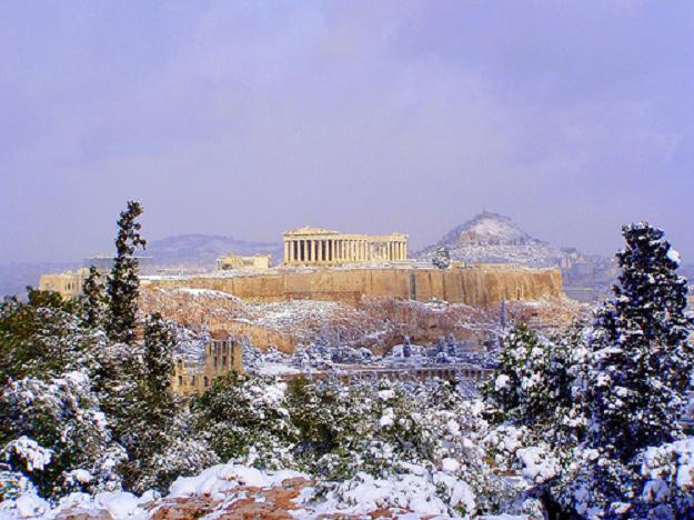 Grecia: il 44% degli ateniesi passa l'inverno senza riscaldamento