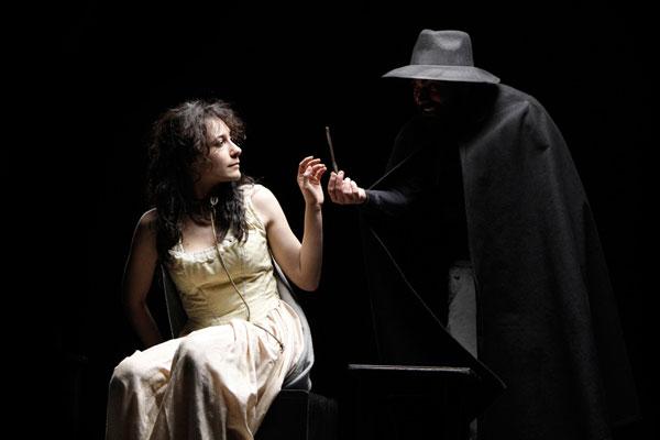 Coltelli nelle Galline, una commedia erotica e poetica, al Litta di Milano