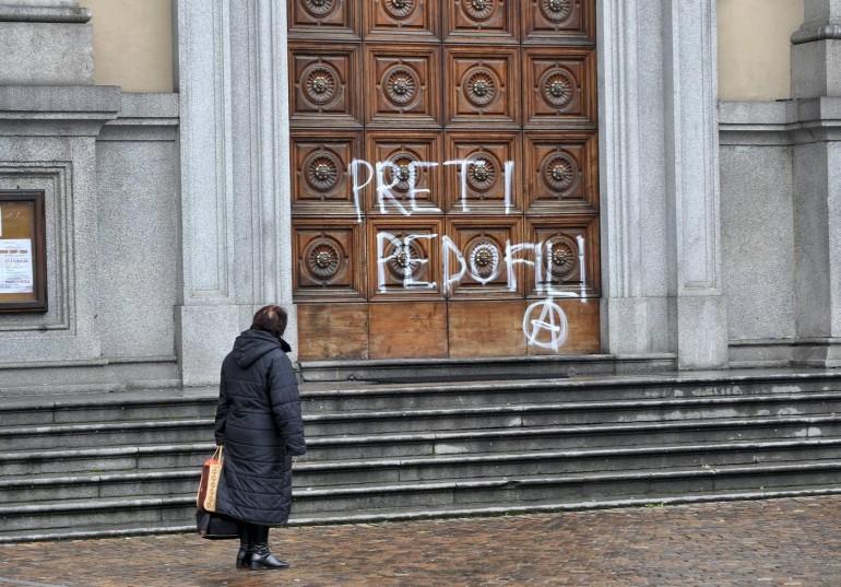 """L'ONU boccia il Vaticano: """"Permessi gli abusi sui bambini"""""""