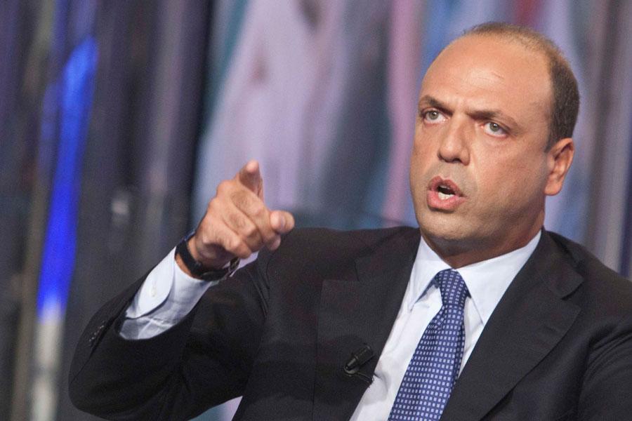 Governo Renzi: il sì condizionato di Alfano e il rifiuto di Vendola