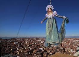 Inizio da record per il Carnevale di Venezia, 100.000 turisti al volo dell'angelo