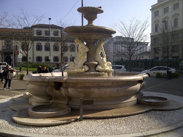 Milano: inaugurata La fontana del Verziere in Piazza Fontana