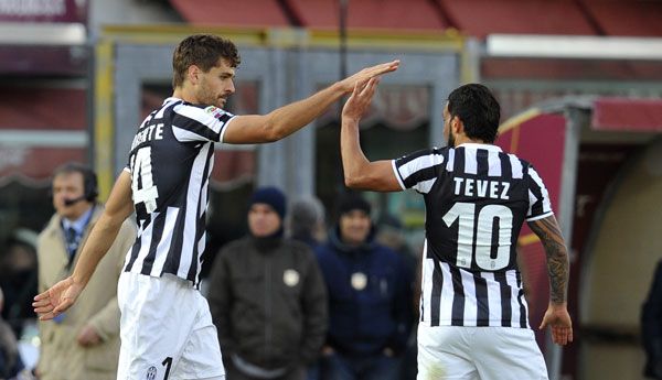 La Juve supera il Milan e vola. Frena il Napoli, perde la Fiorentina con la Lazio