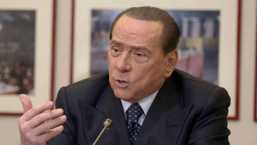 L'unità di Fi è a rischio, Berlusconi lancia un ultimatum a Fitto: «Scegli, dentro o fuori».
