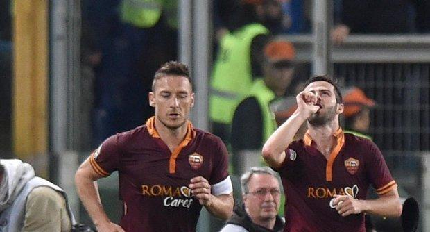 La Roma non si arrende e batte il Milan. Pareggiano Inter e Napoli, la Fiorentina consolida il quarto posto