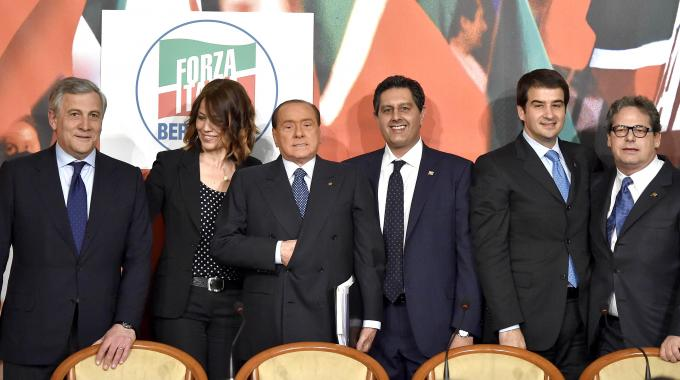 """Berlusconi presenta le liste europee, ma sui servizi sociali attacca: """"decisione ingiusta"""""""