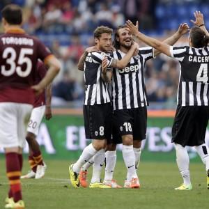 Juve da record, superata anche la Roma. Perde il Milan, in Serie B Catania, Bologna e Livorno
