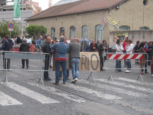 """Napoli: sit-in davanti """"Città della Scienza.""""  Lavoratori senza stipendio…"""