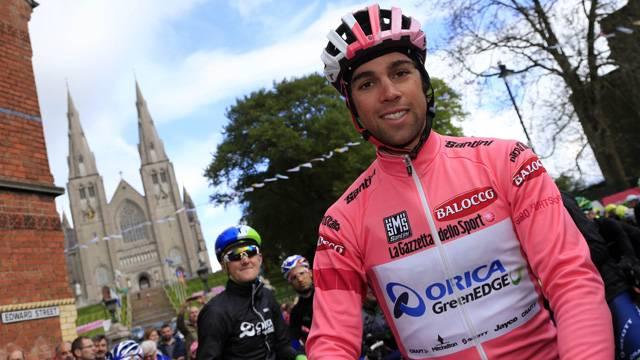 Giro d'Italia, 6 tappa: Matthews vince la tappa. Maxi caduta dà una svolta al Giro