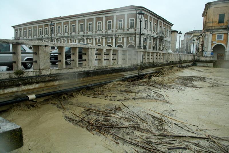 Alluvione: è emergenza nelle Marche. Due i morti