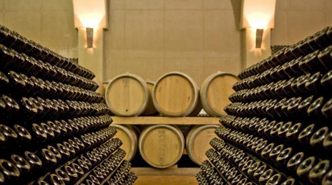 Oltre 30 mila bottiglie di Brunello e di Chianti sequestrate in Toscana
