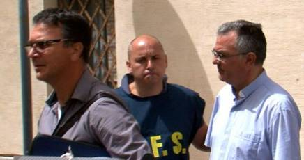 Prete impone prestazioni sessuali ai migranti: arrestato