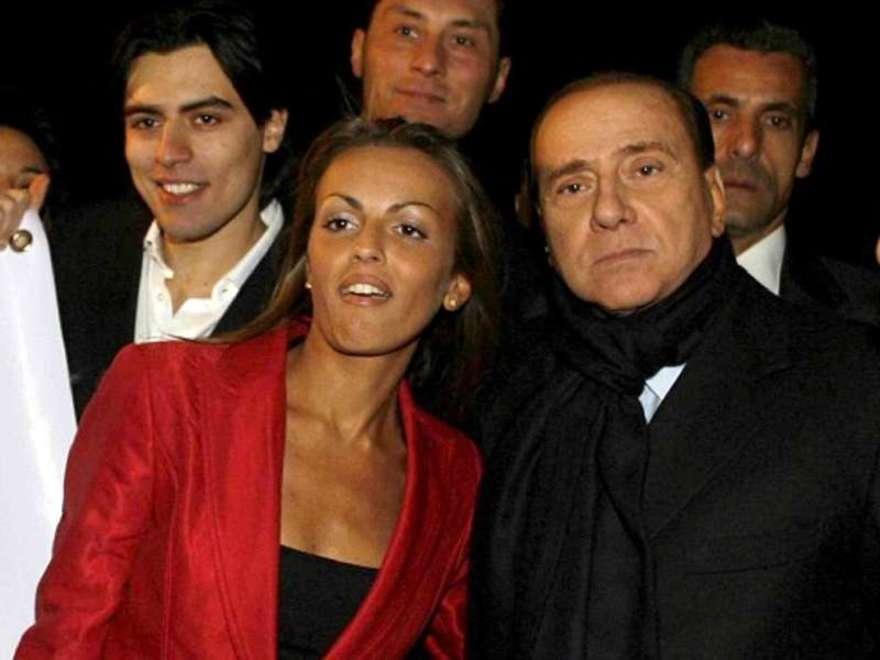 Berlusconi apre alle unioni civili, malumori in Forza Italia