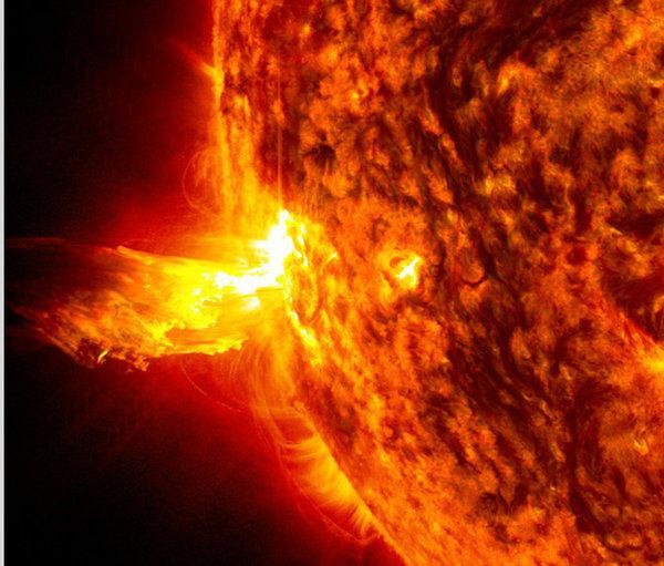 Tempesta solare: disservizi su linee telefoniche e internet