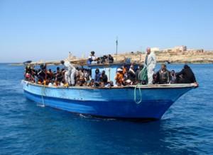 Barca-di-migranti-in-arrivo
