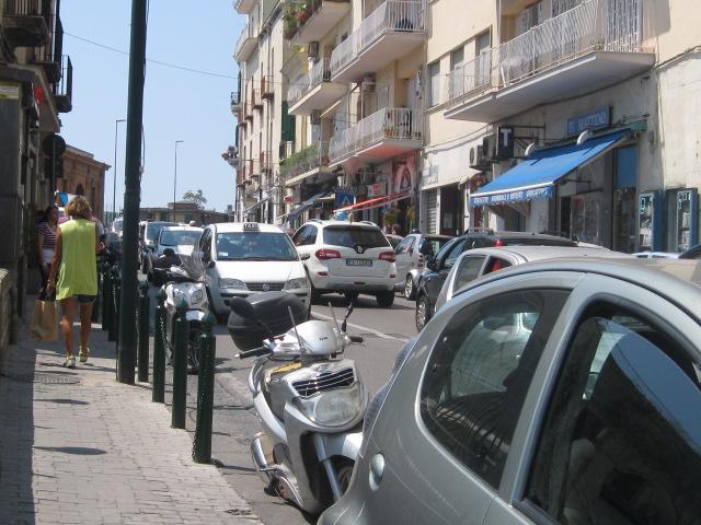 Napoli:niente più stop ecologico delle auto la domenica, ma a Posillipo…
