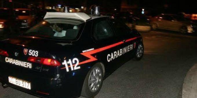 Carabiniere uccide accidentalmente rapinatore a Cardito, nel Napoletano. Ora è indagato.