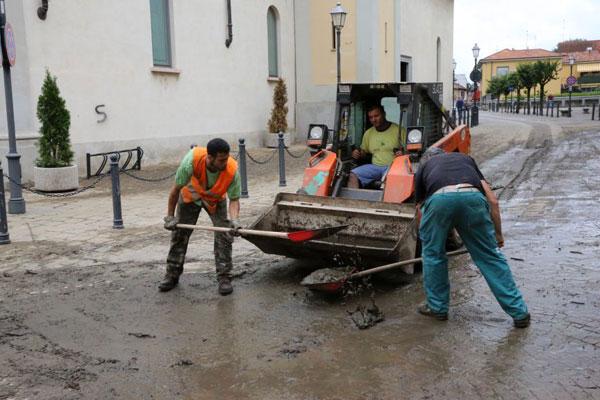Il Comune attiva un piano pulizia straordinaria per le strade inondate dal Seveso