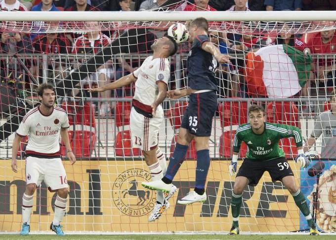 Amichevoli: l'Olympiacos travolge il Milan 3-0