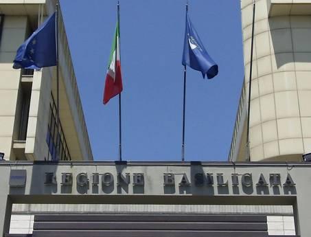 La Regione Basilicata paga il banchetto all'Ambasciata italiana in Romania. Spesi migliaia di euro