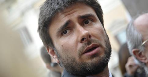 """Di Battista, torna la replica sul post: """"la violenza su Foley è figlia della violenza ad Abu Ghraib"""""""
