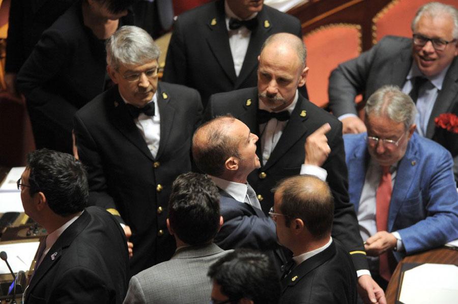 Senato, Grasso espelle un grillino ma le riforme vanno avanti