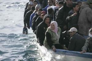 immigrati-salvati-barcone