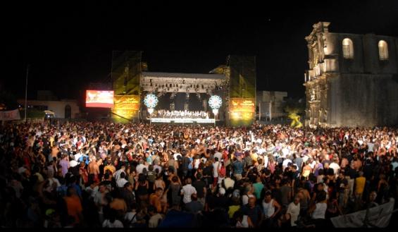 La Notte della Taranta: 150.000 in piazza tra suoni, canti, balli e tanta magia