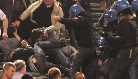 Daspo più duro per i violenti del calcio. Lo ha deciso il Ministro degli Interni