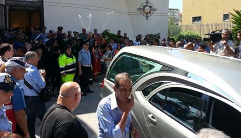 Dolore e partecipazione a Portici per i funerali di Bottari, vittima innocente della criminalità