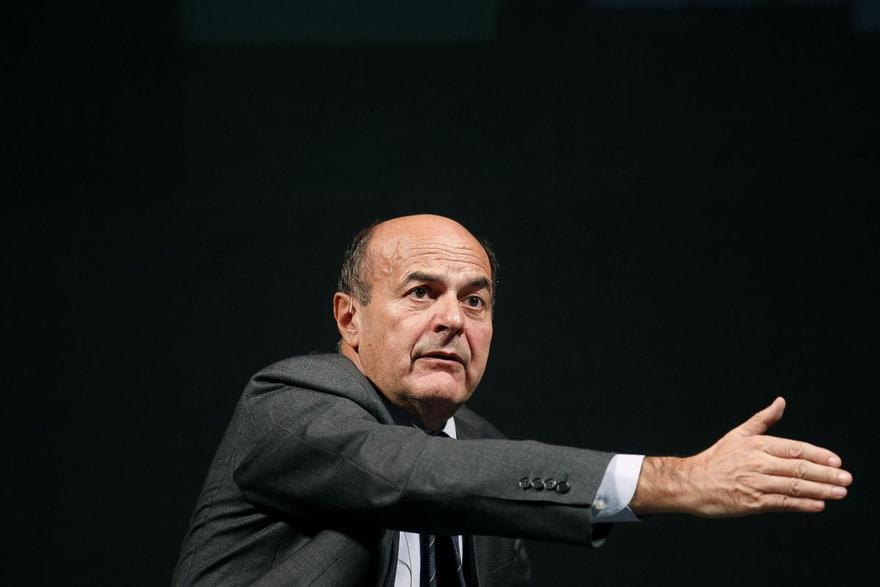 """Scontro su Art. 18 tra Bersani e Renzi. L'ex segretario: """"Stai sereno, governi con il mio 25%"""""""