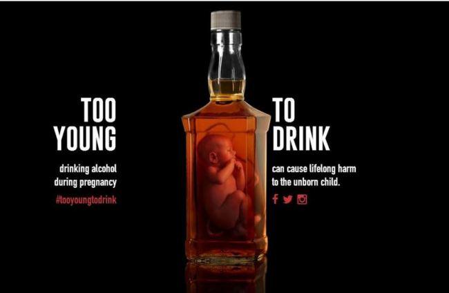 Alcol in gravidanza, spot pubblicitari schok con feti in bottiglia