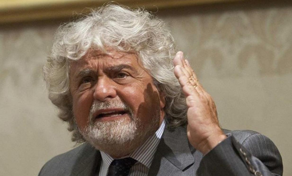 """Grillo definisce """"infame"""" la riforma del lavoro. E alla minoranza Pd: """"Mandate a casa Renzi"""""""