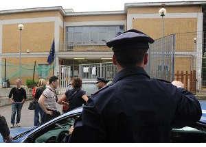 Maltratta gli alunni di una scuola elementare, indagata una maestra