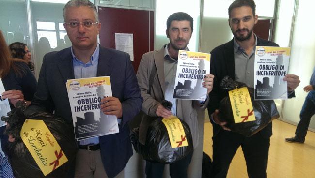 """""""Sblocca Italia"""" e libera gli inceneritori, M5S protesta in Lombardia"""