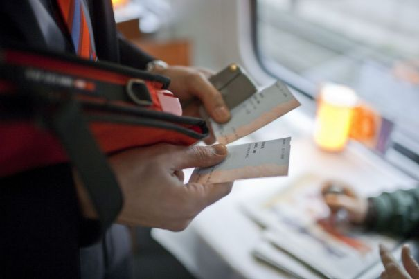 Decisione shock del Parlamento svizzero: saranno schedati i viaggiatori senza biglietto