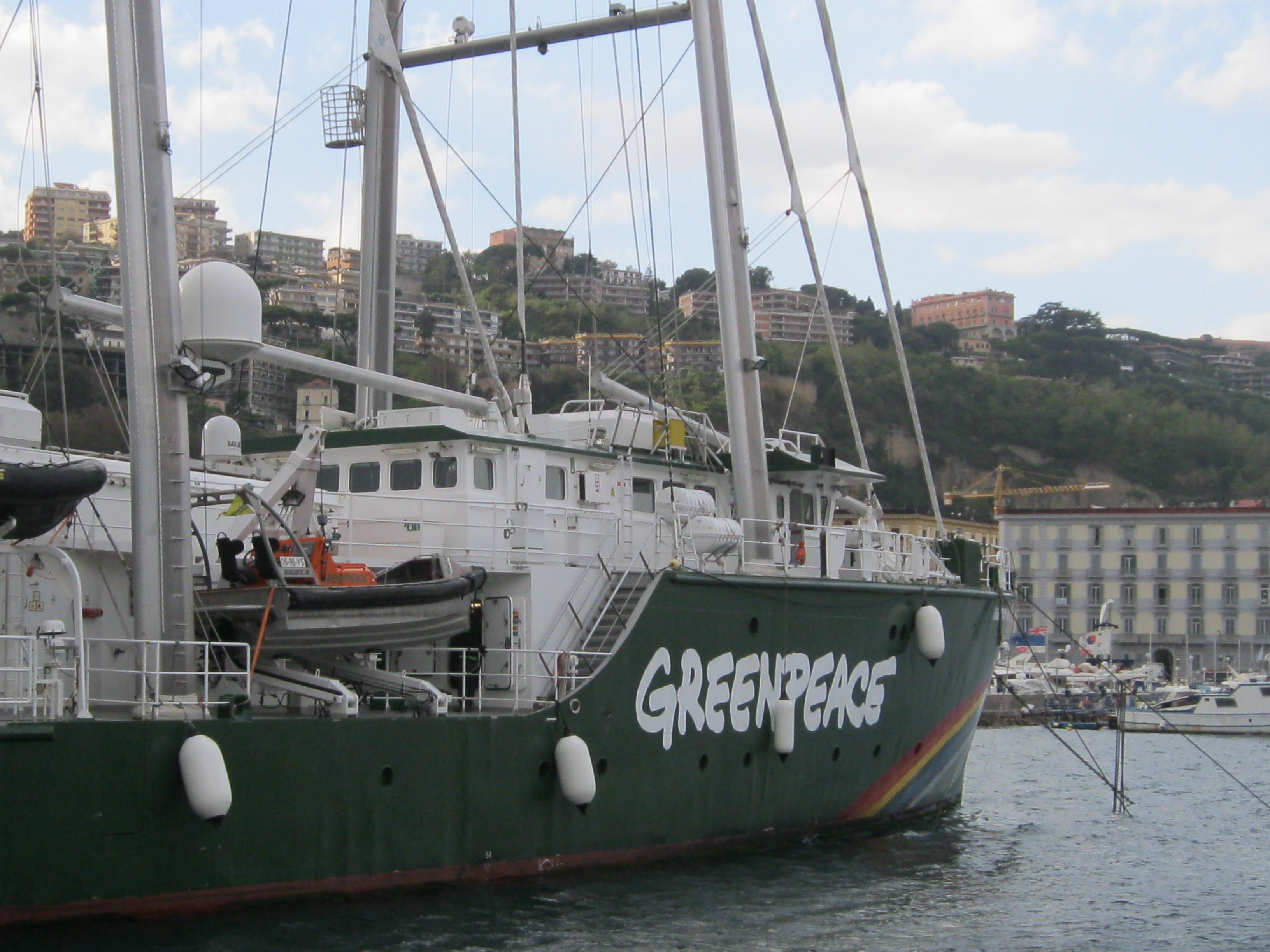 """""""Rainbow Warrior III"""" la nave di Greenpeace è a Napoli."""