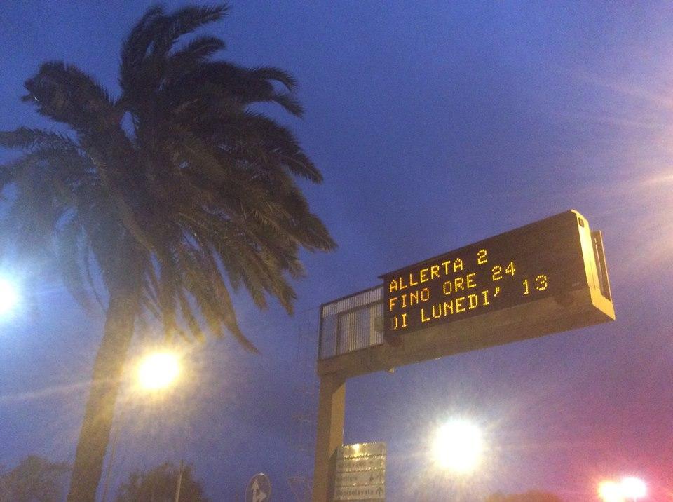 Genova strade e ferrovie bloccate: prosegue l'allerta fino alla mezzanotte