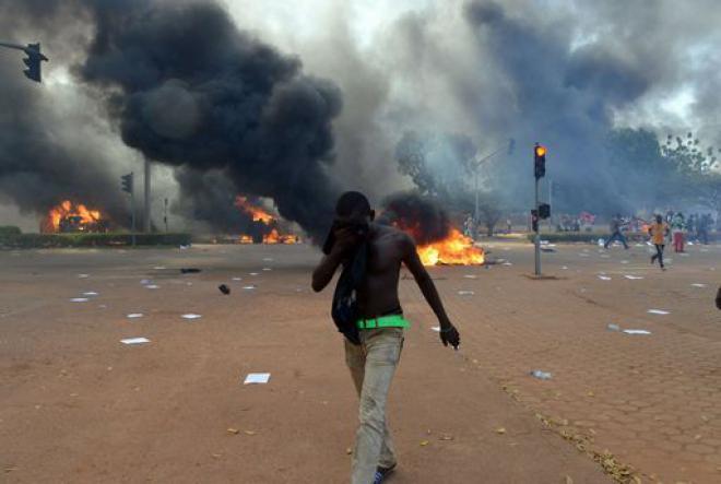 Burkina Faso: presidente si dimette, militari al governo
