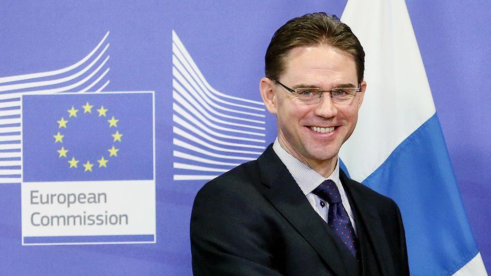 """Ue, ok ai bilanci di Italia e Francia. Padoan: """"Europa sulla strada giusta"""""""