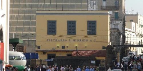 Crolla un solaio alla stazione di Pietrarsa. Un operaio morto, due feriti