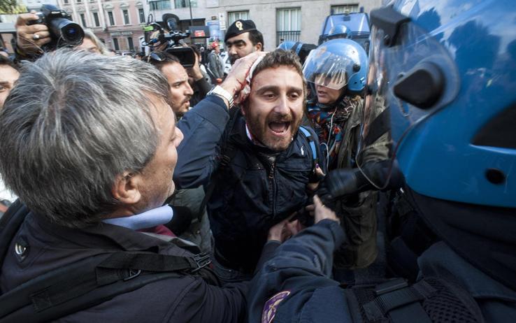 """Roma, feriti nello scontro tra operai Ast e polizia. Sel attacca Alfano: """"Dimettiti""""."""