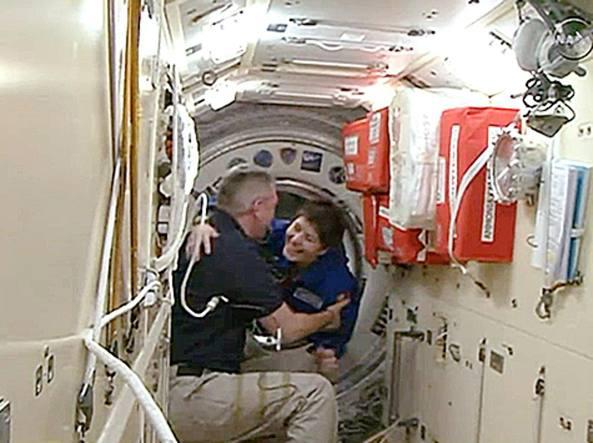 Primo giorno di AstroSamantha nella Stazione Spaziale Internazionale