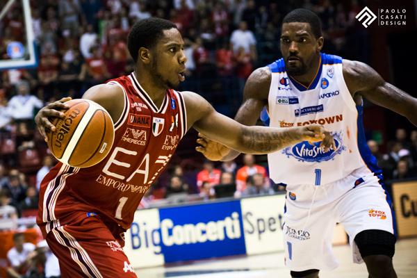 Basket, Serie A: il derby va all'Olimpia Milano, Cantù demolita 83-64
