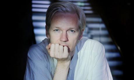 Svezia: confermato il mandato di arresto contro Assange
