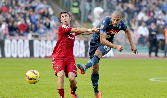 """Goal e spettacolo al """"San Paolo"""": Napoli-Cagliari finisce 3-3"""