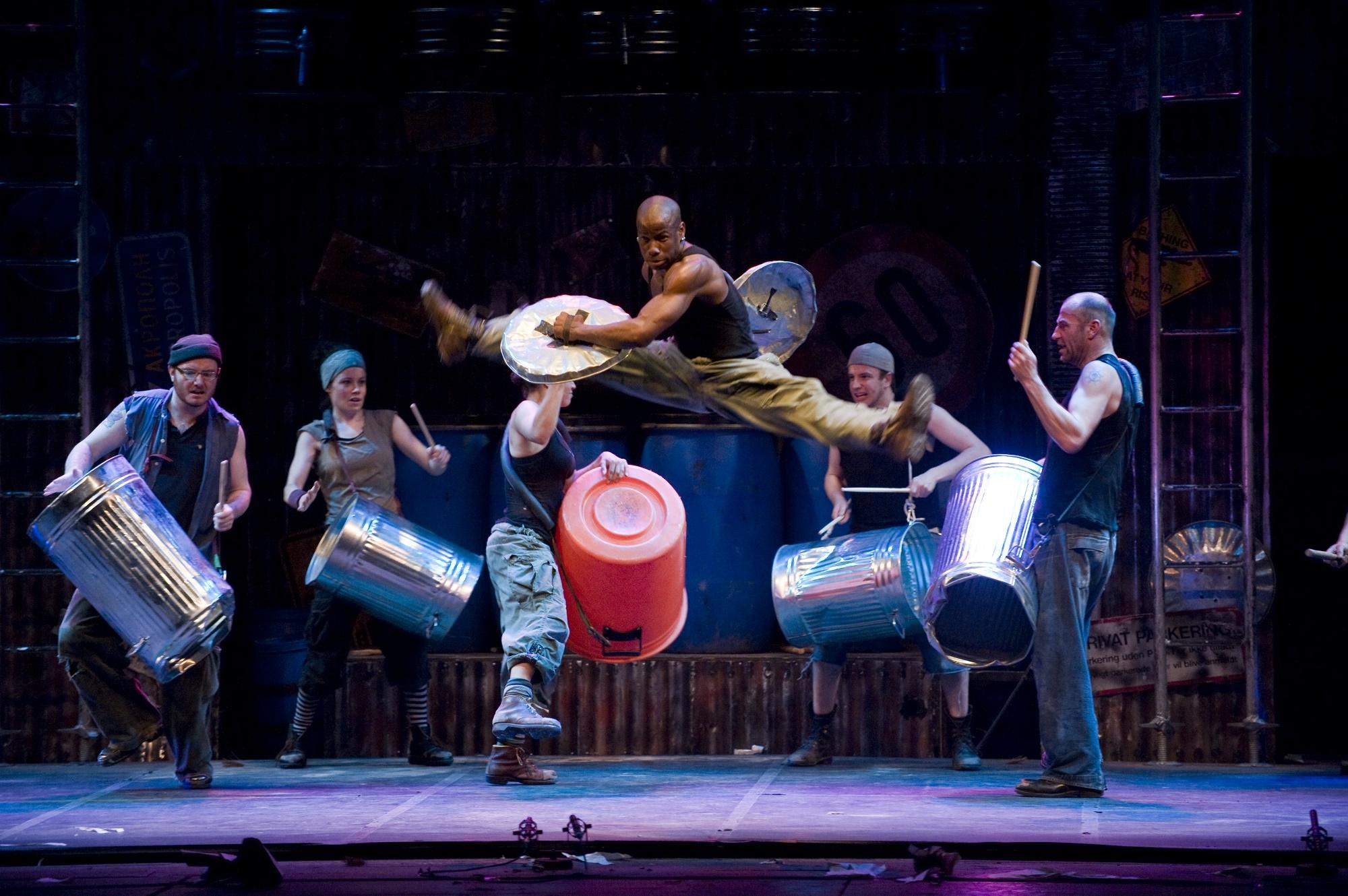 STOMP: la reinterpretazione dell'urbano al Teatro Brancaccio
